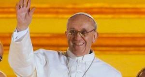 525208_papa francesco sorride