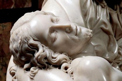Michelangelo-Pietà-San-Pietro-in-Vaticano-9